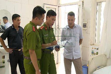Doi tuong truy sat tai benh vien Da khoa Phu Xuyen dau thu - Anh 1