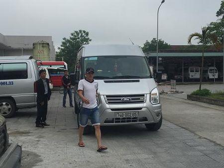 Hue: Xe du ben coc hoat dong nao loan tren duong pho, benh vien - Anh 10