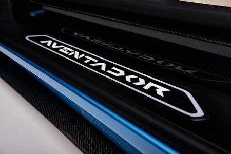 Ra mat Lamborghini Aventador S Roadster gia 460.247 USD - Anh 12