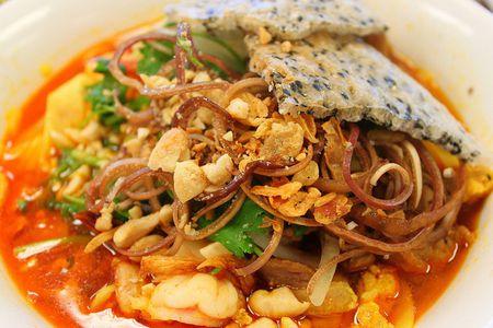 Cach nau mi Quang chay thom phuc dam vi cho ngay ram - Anh 1