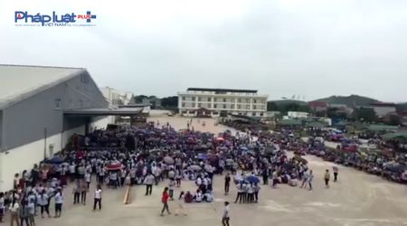 Thanh Hoa: 6.000 cong nhan dinh cong, chinh quyen to chuc doi thoai - Anh 1
