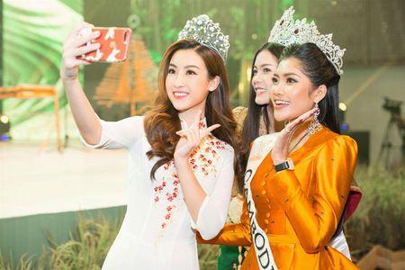 Hoa hau My Linh tu tin do dang cung Hoa hau Lao va Campuchia - Anh 3