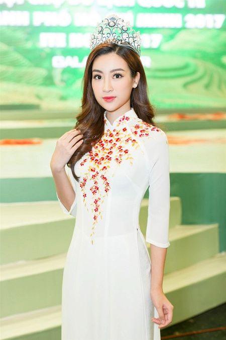 Hoa hau My Linh tu tin do dang cung Hoa hau Lao va Campuchia - Anh 5