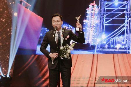 VTV Awards 2017: Vu Cat Tuong bat ngo danh bai Son Tung M-TP - Anh 4
