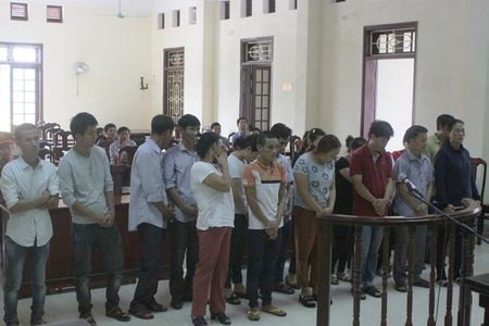 Quang Tri: 17 doi tuong danh bac o huyen Huong Hoa hau toa - Anh 1