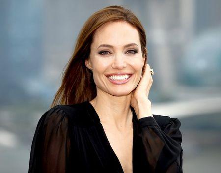 Angelina Jolie da vuot qua nguy co bi ung thu vu nhu the nao? - Anh 12