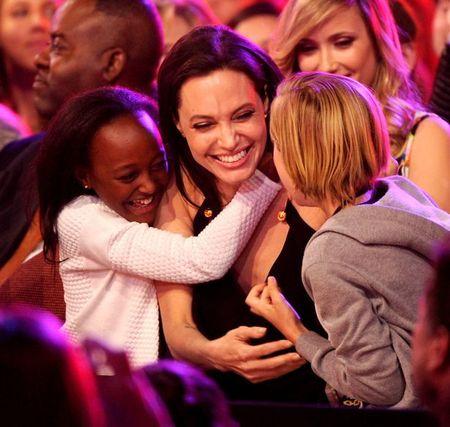 Angelina Jolie da vuot qua nguy co bi ung thu vu nhu the nao? - Anh 4
