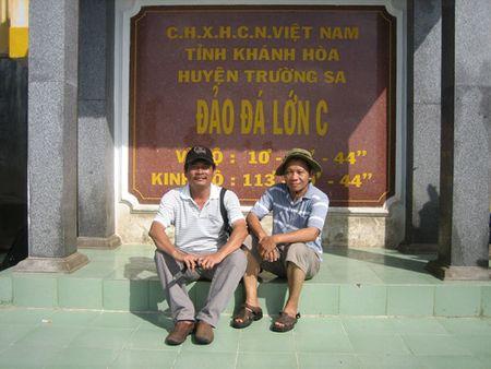 Nha bao Dinh Quan voi Truong Sa - Anh 3