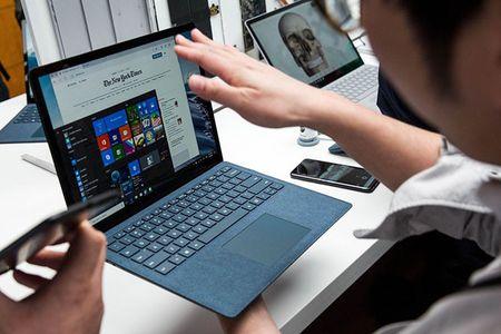 Surface Laptop mau moi phat hanh toan cau, them han nang cap Windows 10 Pro - Anh 1