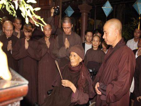 Thien su Thich Nhat Hanh roi Da Nang, tro lai Thai Lan - Anh 1