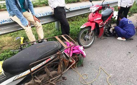 Xe van chuyen lam roi dinh tren cao toc Ha Noi - Bac Giang - Anh 1