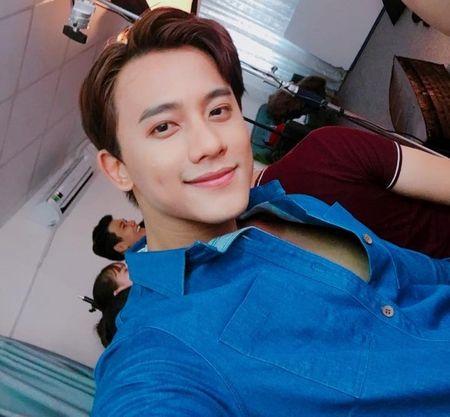 Thay giao dien trai trong MV 'Em gai mua' cua Huong Tram la ai? - Anh 11