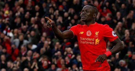 Man Utd thong tri top ao dau ban chay nhat nuoc Anh - Anh 7