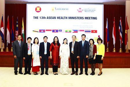 Bo truong Nguyen Thi Kim Tien tham du Hoi nghi Bo truong Y te ASEAN 13 - Anh 2