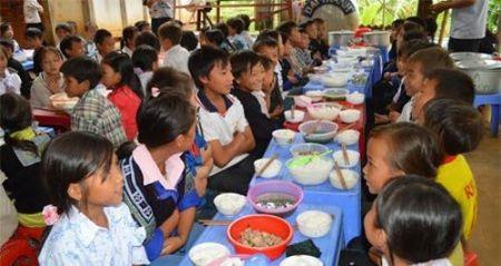 Hon tram hoc sinh Yen Bai nghi bi ngo doc thuc pham - Anh 1