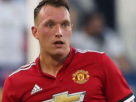 Voi Phil Jones, Mourinho da tim thay 'John Terry cua Man United' - Anh 2