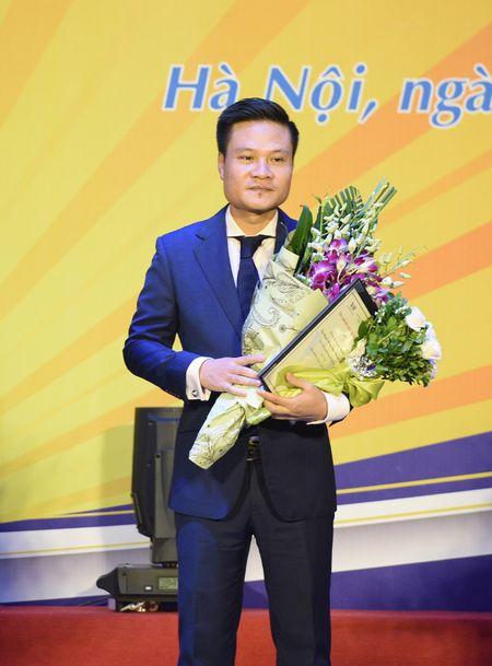 Ca si Hoang Tung nhan giai thuong 'Tieng noi Viet Nam' lan thu nhat - Anh 2
