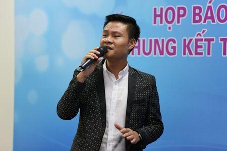 Ca si Hoang Tung nhan giai thuong 'Tieng noi Viet Nam' lan thu nhat - Anh 5