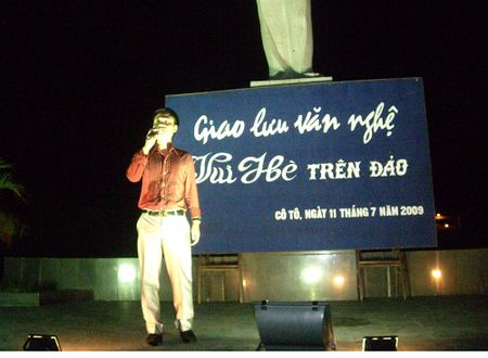 Ca si Hoang Tung nhan giai thuong 'Tieng noi Viet Nam' lan thu nhat - Anh 8