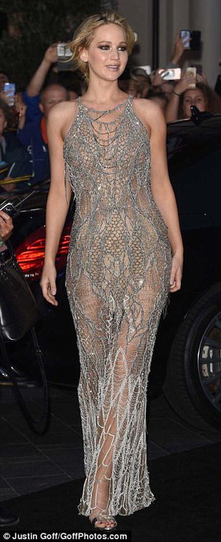 Jennifer Lawrence khoe duong cong goi cam voi vay luoi xuyen thau - Anh 7