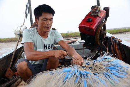 Can canh: Ngu dan Quang Ninh lap thiet bi 'khung' chuan bi ra khoi - Anh 10