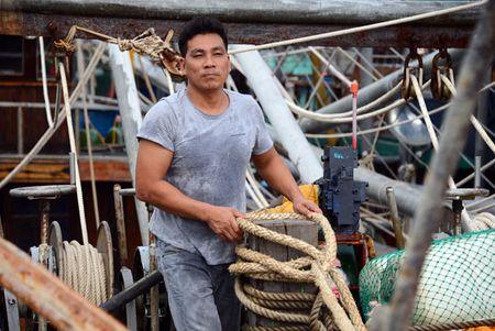 Can canh: Ngu dan Quang Ninh lap thiet bi 'khung' chuan bi ra khoi - Anh 3