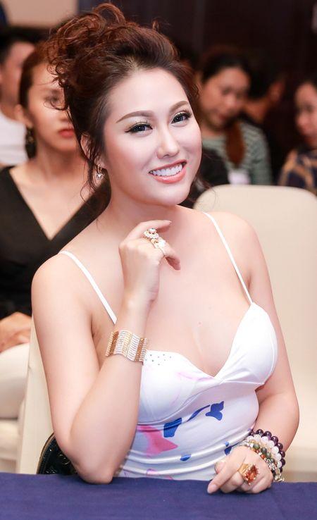 Phi Thanh Van khoe vong 1 day da o phong tap sau 55 ngay 'dao keo' - Anh 2