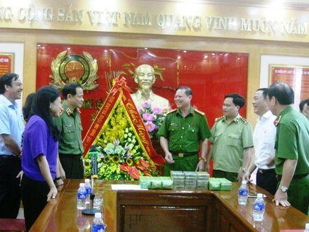 Thanh Hoa: Bat giu xe khach cho 15 banh heroin va 5kg ma tuy da - Anh 3