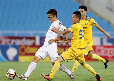 Danh bai SLNA, Ha Noi FC ap sat vi tri so 1 V.League 2017 - Anh 1