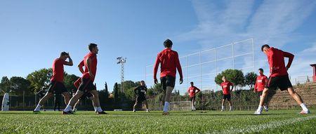 Torres ren the luc de chuan bi 'chien' voi AS Roma - Anh 1