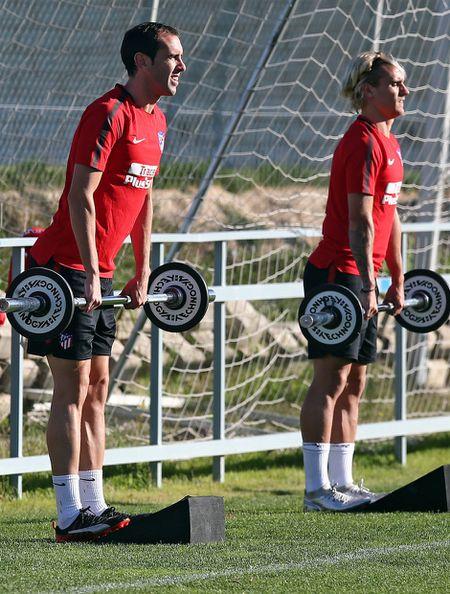 Torres ren the luc de chuan bi 'chien' voi AS Roma - Anh 7