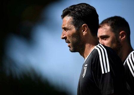 Dybala tap san man an mung truoc tran gap Barcelona - Anh 3