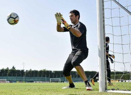 Dybala tap san man an mung truoc tran gap Barcelona - Anh 4