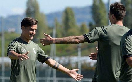 Dybala tap san man an mung truoc tran gap Barcelona - Anh 5