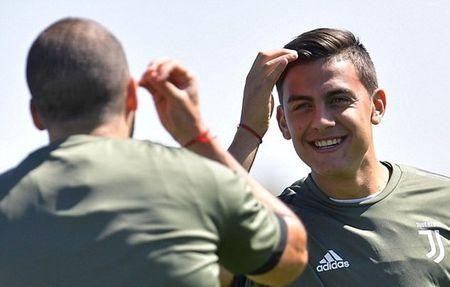 Dybala tap san man an mung truoc tran gap Barcelona - Anh 7