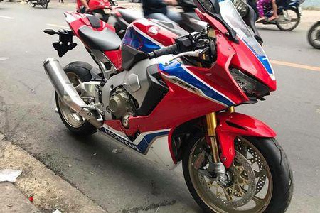 Xe moto Honda CBR1000RR SP2 gia gan 1 ty dong tai VN - Anh 2