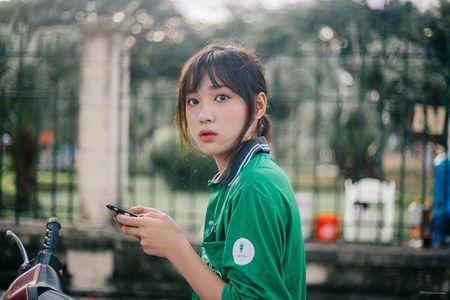 'Hot girl xe om' va cap mat ngo ngac hop hon dan mang - Anh 1