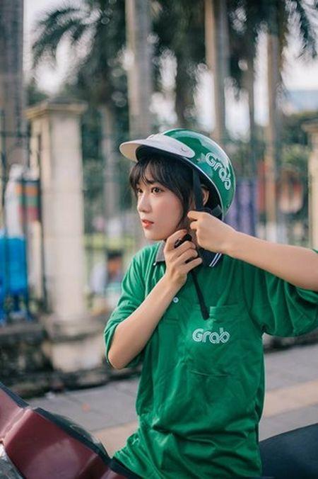 'Hot girl xe om' va cap mat ngo ngac hop hon dan mang - Anh 4