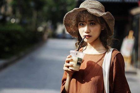 'Hot girl xe om' va cap mat ngo ngac hop hon dan mang - Anh 9
