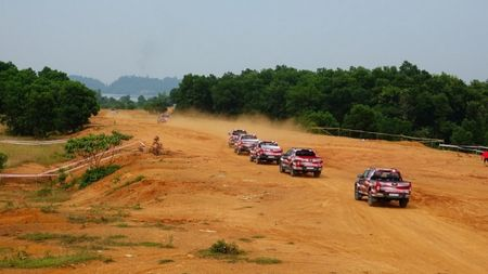 Chevrolet Colorado 'chay' cung Viet Nam Offroad Cup 2017 - Anh 1