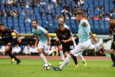 Con bao 'Ciro' nhan chim AC Milan - Anh 2