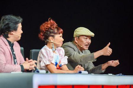 Nhac si Tran Tien xuc dong truoc 'tieu thu duong cam' choi dan bang mot tay - Anh 4