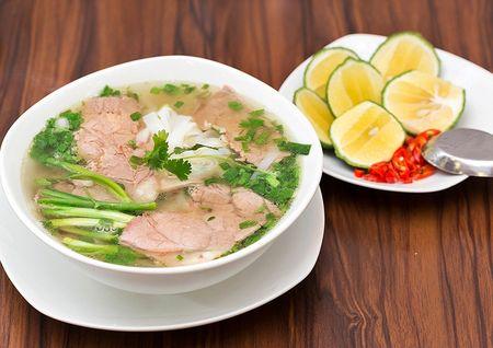 Dao quanh pho co, thuong thuc 10 mon an truyen thong chuan vi Ha Noi - Anh 1