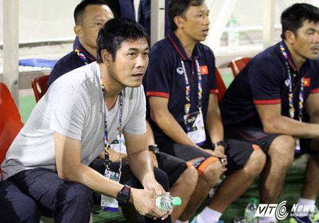 HLV Mai Duc Chung: 'HLV ngoai noi la cau thu phai nghe' - Anh 2