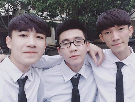 Nam sinh dien trai DH Noi vu don tim dan mang boi giong hat tram am - Anh 2