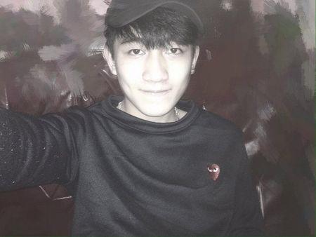 Nam sinh dien trai DH Noi vu don tim dan mang boi giong hat tram am - Anh 3