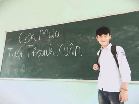 Nam sinh dien trai DH Noi vu don tim dan mang boi giong hat tram am - Anh 7
