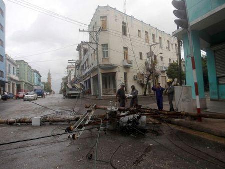Bao Irma gay song cao 6 m, bien thu do Cuba thanh 'be nuoc lon' - Anh 3