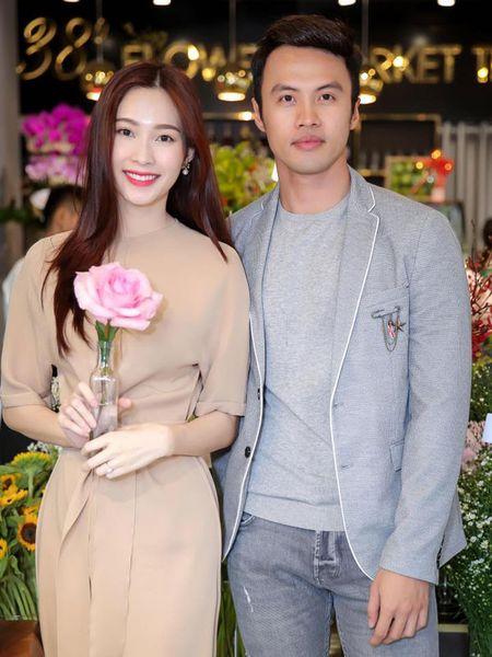 Hoa hau Thu Thao khoe nhan cuoi sau thong tin lay chong dai gia - Anh 2