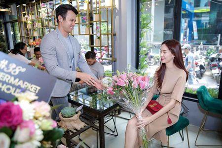 Hoa hau Thu Thao khoe nhan cuoi sau thong tin lay chong dai gia - Anh 3